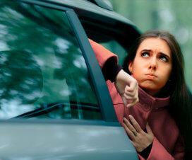 Укачивает в машине: почему и что делать?