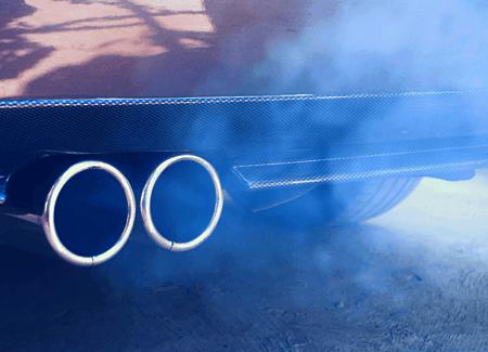 Сизый дым из выхлопной трубы