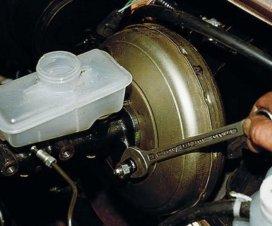 Главный тормозной цилиндр: что это и как работает