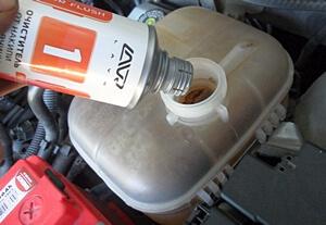 заливка средситва для промывки системы охлаждения двигателя
